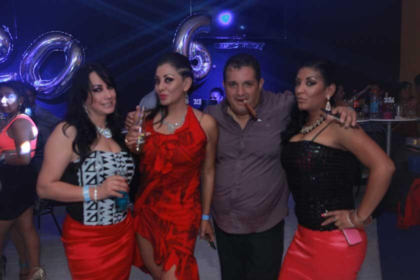 Karina Acuña, Ghilka Fajardo, Jorge Campero y Hazzely Fajardo.