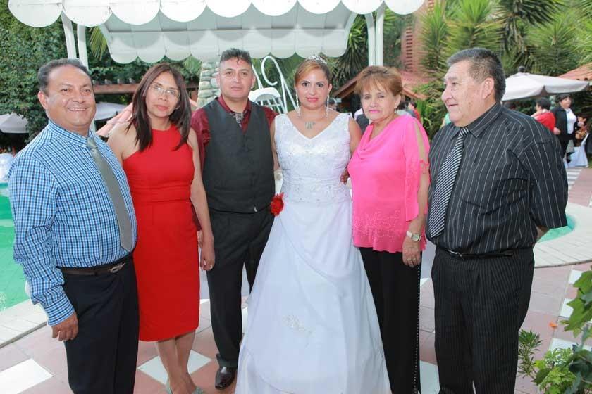 Wilson Suárez, Lourdes Millares, Cesar Tapia, Dabheyva Herrera, Victoria Mostajo y Gerson Andrade.