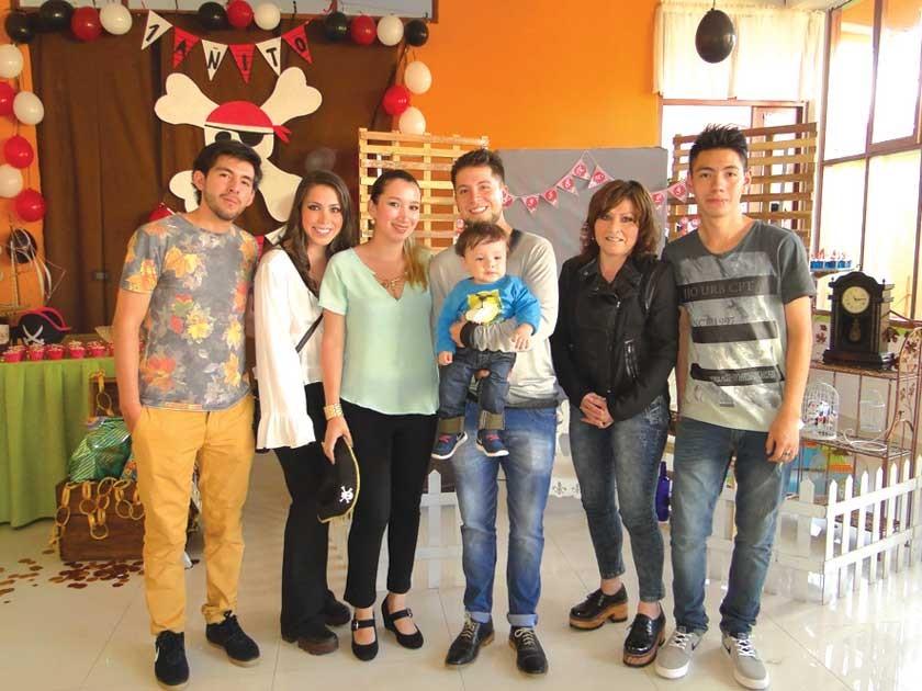 Sergio Chavarría, Katherine Vega, Marcia Vera, Emilio Vega, Gonzalo Vega, Corina Montalvo y Jonathan Chavarría