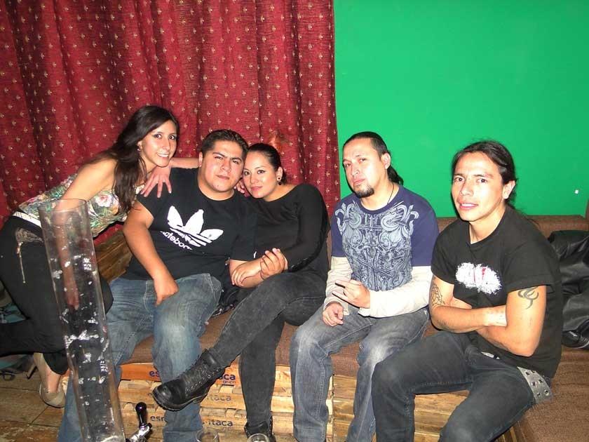 Conny Mel Rivero junto a la Banda Epitaph.