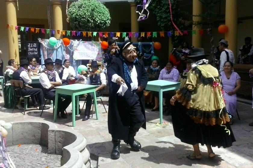 El lanzamiento se realizó bajo una representación de una chichería tradicional de Sucre. Foto: Gabriel Salinas