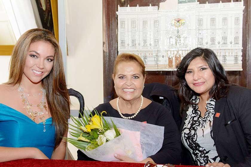 Adriana Delgadillo, Gloria Suárez de Limpias y Maritza Blanco.