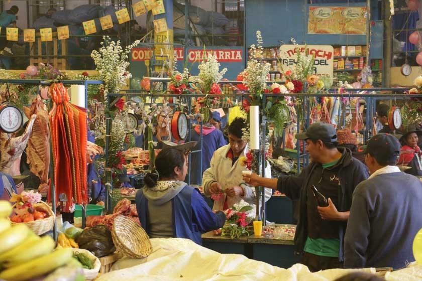 Tras la ch'alla, el festejo se va a El Tejar