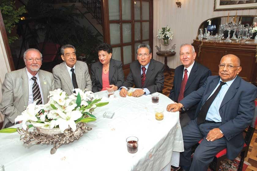 Freddy Echevarría, Enrique Azurduy, Irma de Carrasco, Jorge Carrasco, Carlos Pacheco  y Eduardo Osorio.