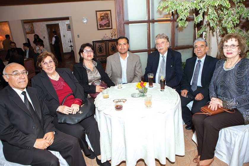 Pedro Ledezma, Ruth de Villafani, Pompeya Martínez, Reynaldo Gonzales, Ramiro Villafani, Gonzalo Villafani y María E.