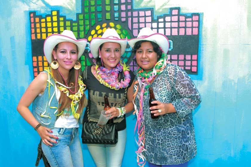 Mónica Mercado,  Gabriela Echevarría y Laura Paredes.