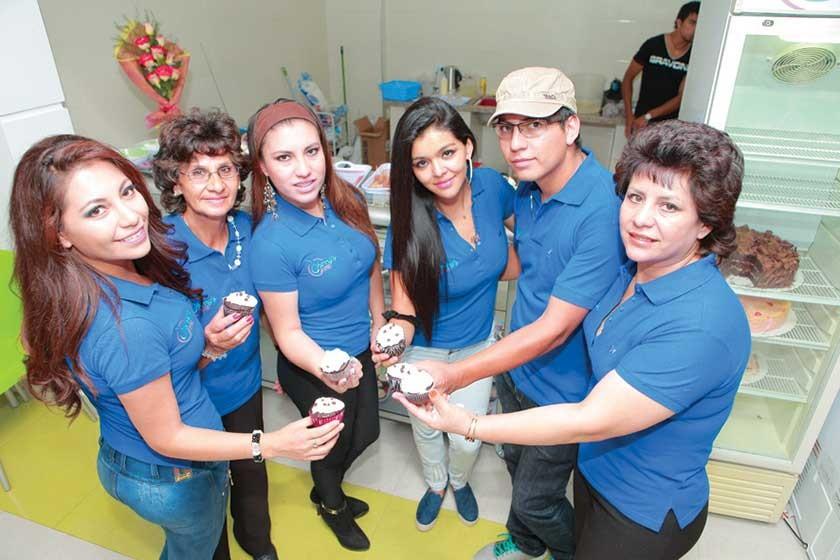 Guísela Garvizu, Senaida Lirio Sucre, Nathalie Garvizu, Noelia López,  Xavier Garvizu y Shirley Terán Sucre, equipo Cher