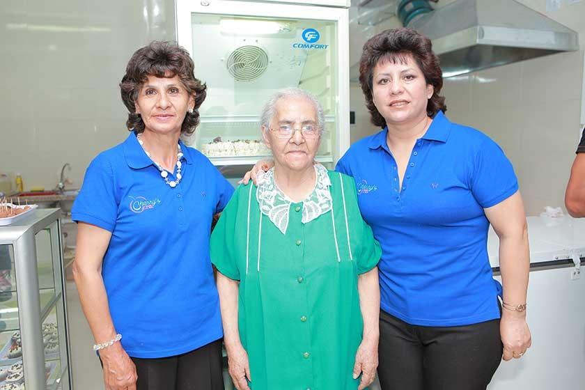 Senaida Terán, Dora Sucre y Shirley Terán.