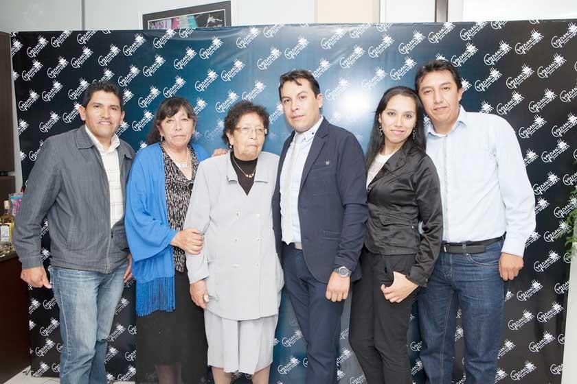 Edson Gil junto a su familia.
