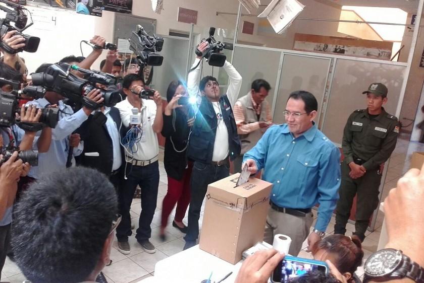 El Fiscal General emitiendo su voto. Foto: CORREO DEL SUR