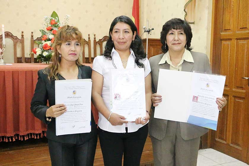 Deysi Loayza, Alina Sumiri Campos y Zaida Torres.