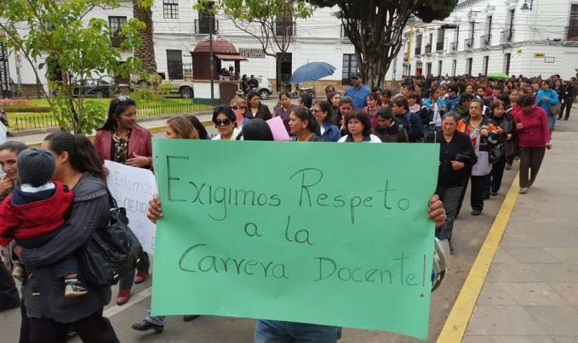 La marcha del magisterio urbano fue masiva en Sucre. Foto: César Vale