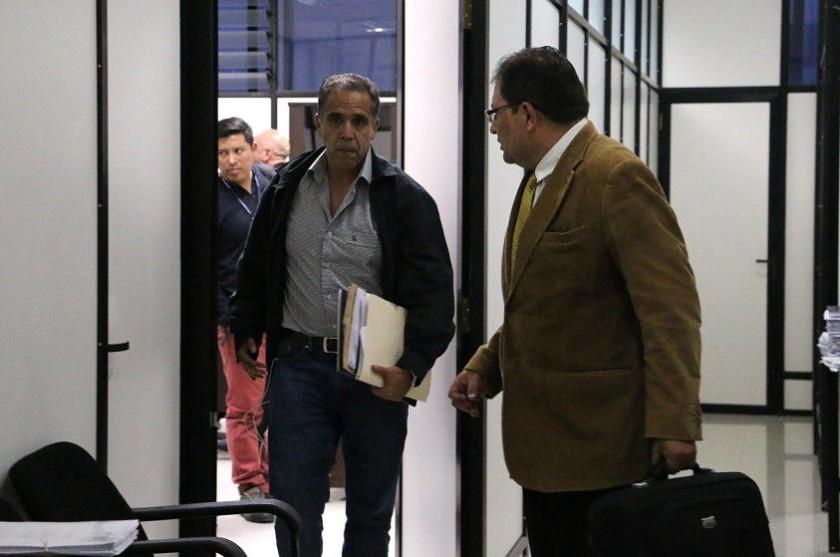 Mauricio Méndez a su salida del Juzgado 5to en lo penal de Sucre. Foto: Héctor López
