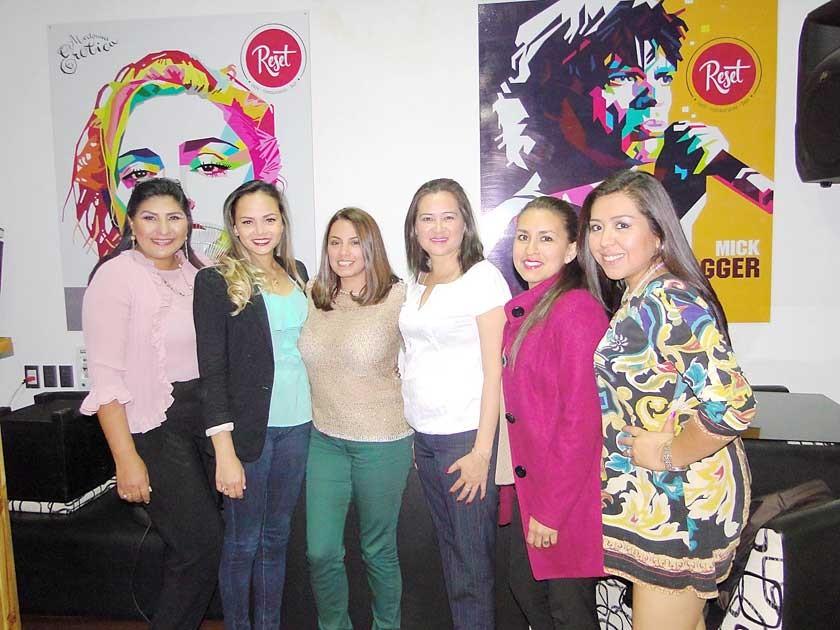 Maritza Blanco, Vanesa De Candia, Susana Valda, Lilian Daza, Gabriela Escalante y América Mayta.
