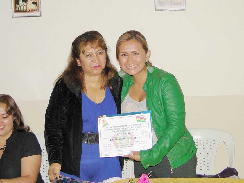 Martha Gómez y Gisela Ramos.