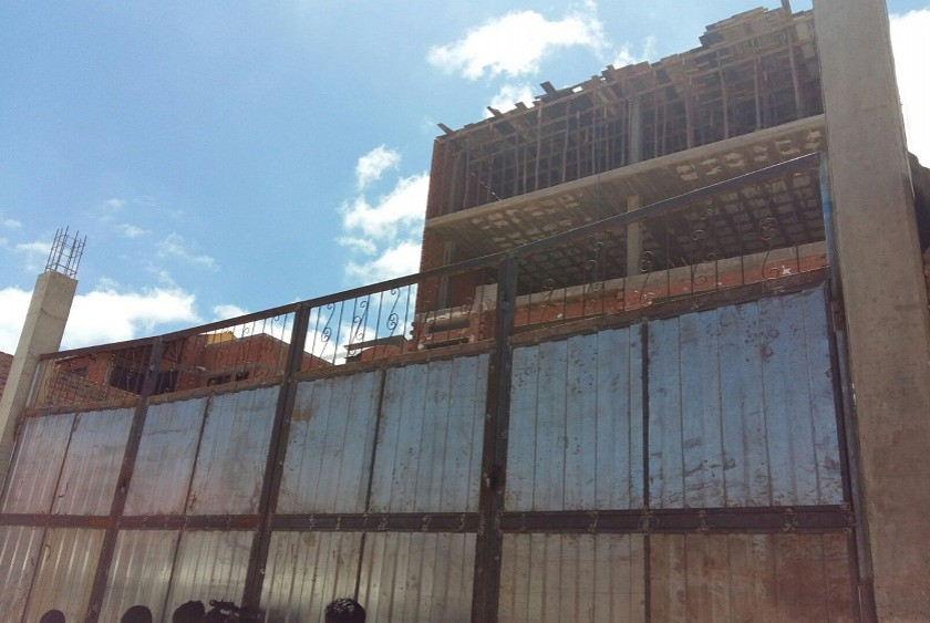 Esta es la vivienda en construcción de donde cayó el albañil. Foto: Henry Aira