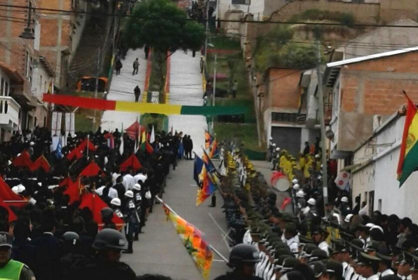 El acto principal se realizó en la escalinata de la calle Avaroa. Foto: Gentileza