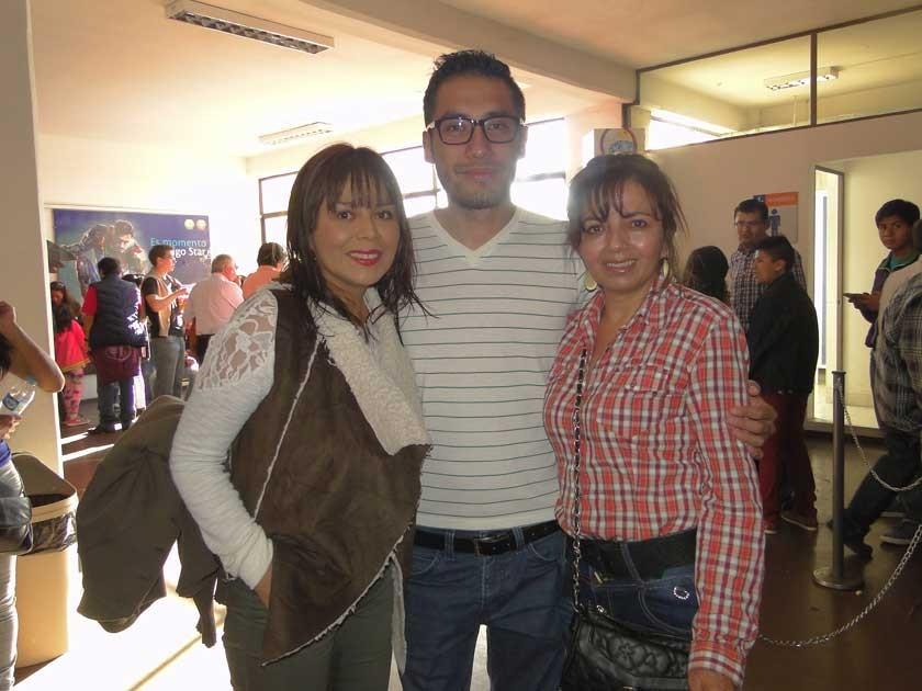 Tatiana Chumacero, Iván Estrada y Martha Chumacero.