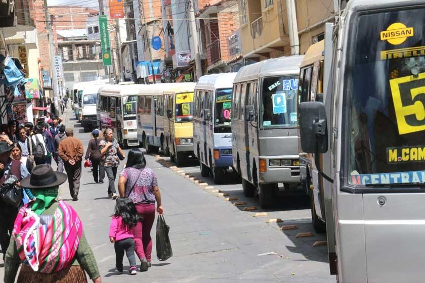 En Sucre, al menos en los papeles, los sindicatos de micros solo aceptan vehículos modelo 1983 para arriba.