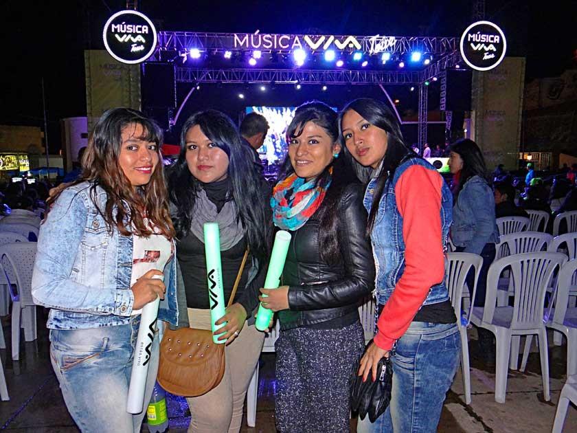Mery Corone junto a Karina, Fernanda y Karen Medrano.