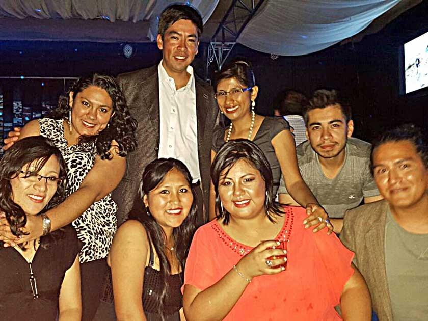 El equipo de Joy Ride Turismo S.R.L. festejando once años al servicio del turismo  en Sucre y Bolivia.