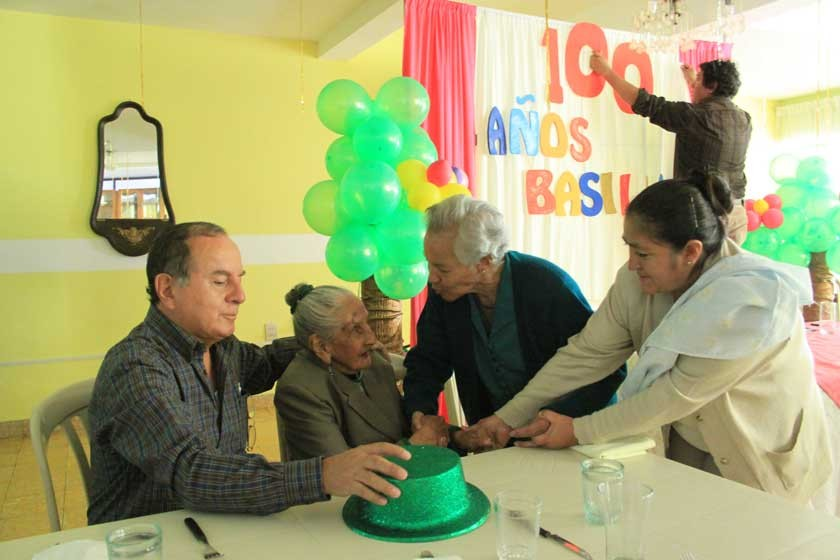 Centenaria festeja en Sucre
