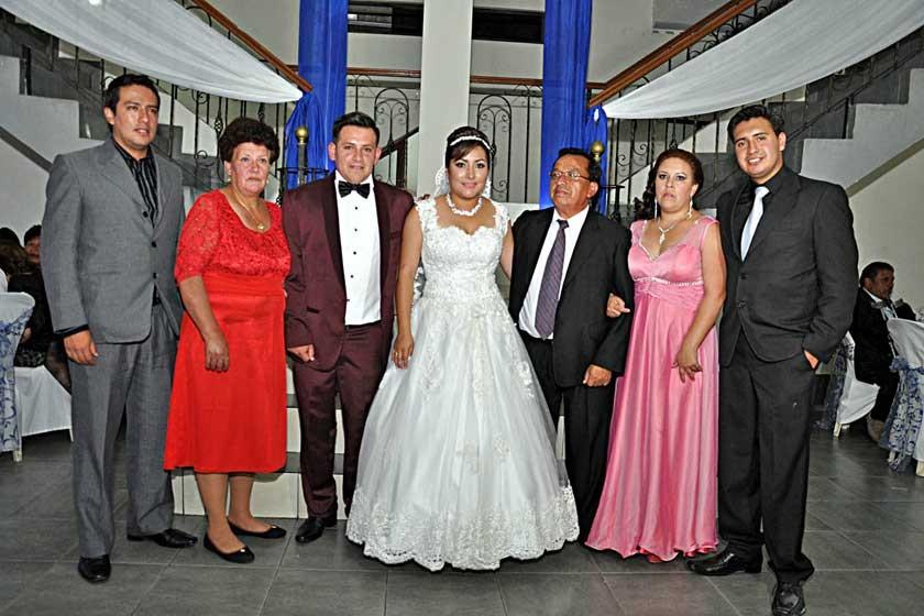 Jaime Torres, Delia Canedo, Mario Torres, Mayda López, Jaime, Mónica y Marcelo Torres.