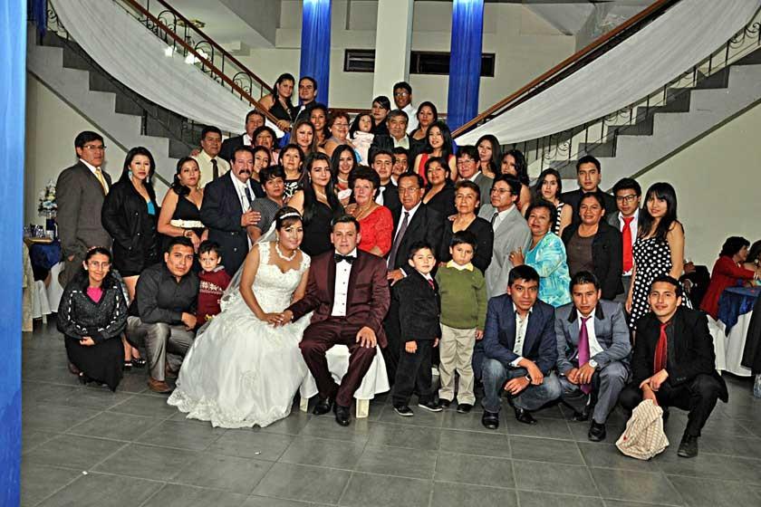 Familiares del novio Mario Torres.