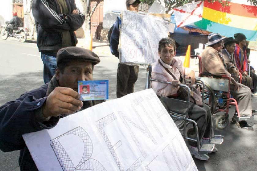 Movilización de discapacitados no se desinfla