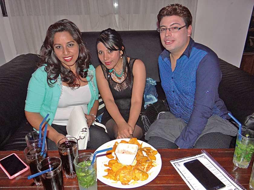 Cinthia Rodríguez, Giovanna Morales y Paulo Gorena.