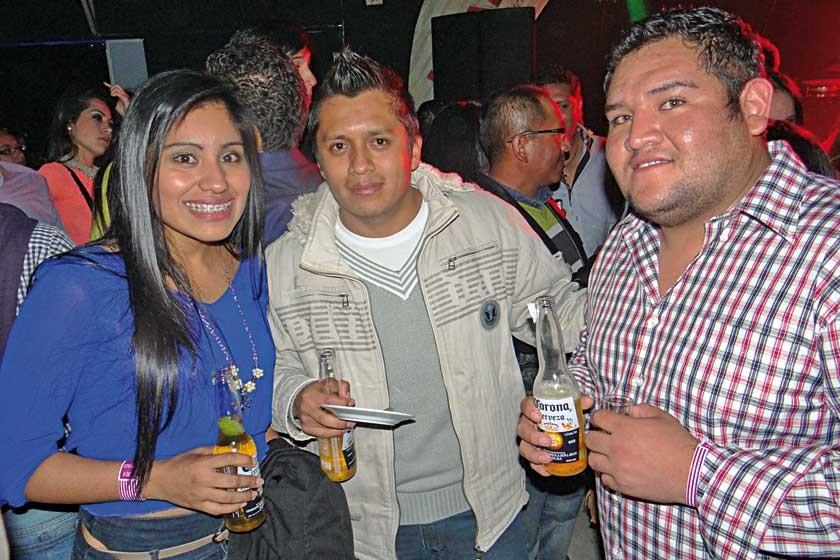Yesica Llave, Víctor Morales y Jonathan Carrillo.