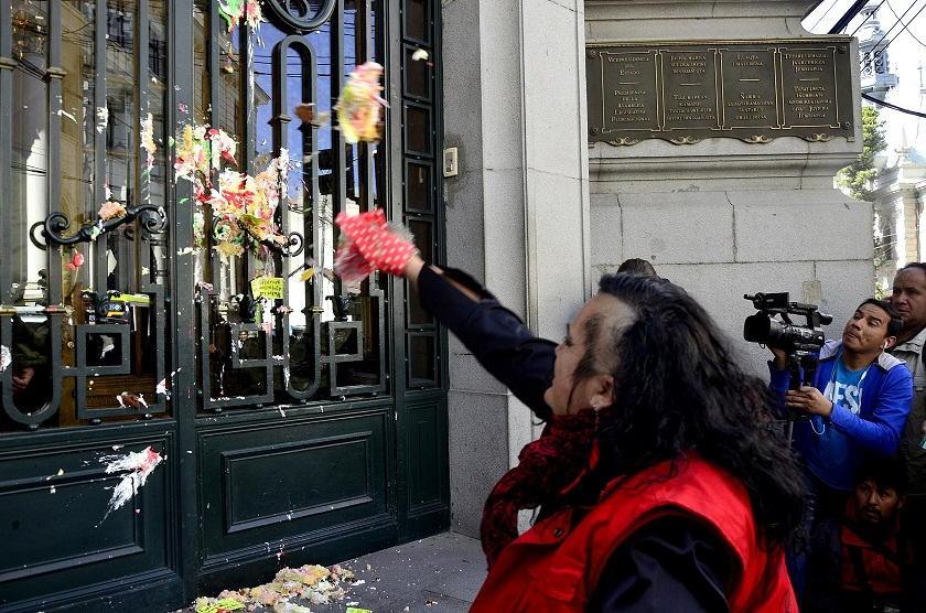 María Galindo durante la protesta de esta mañana con Mujeres Creando. Foto: Marca Registrada