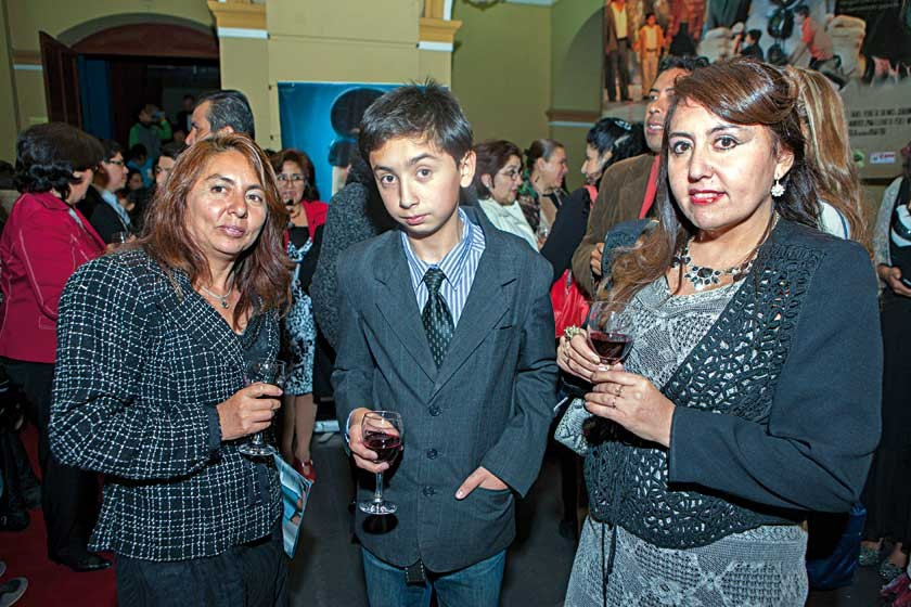 Felicidad, Francisco y Kathia Paz.