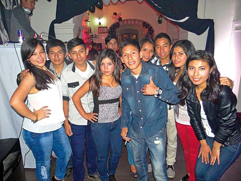 Samuel Tumiri celebra su cumpleaños junto con sus amigos