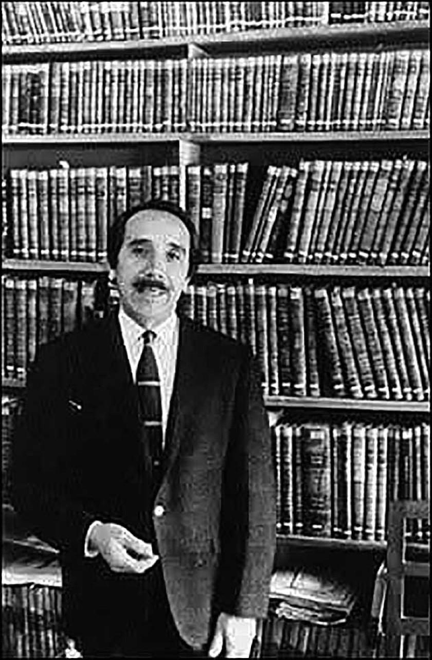 Gunnar Mendoza Loza, notable historiador, bibliógrafo y archivista, director del Archivo y Biblioteca Nacionales
