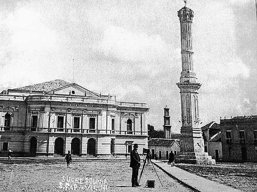 Así lucía el Teatro Gran Mariscal, en Sucre, a comienzos del siglo XX. Fue mandado a construir por la princesa Clotilde