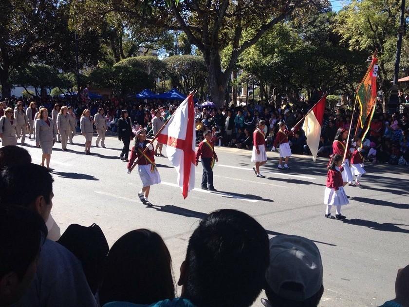 El Desfile Escolar se desarrolla con mucho fervor cívico. Foto: Richard Mamani