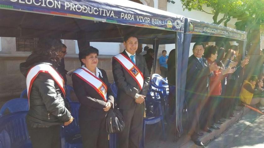 Algunos de los concejales en el desfile cívico. Fotos: César Vale