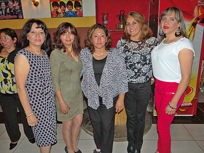 Jacqueline Hassenteufel, Martha Chumacero, Evelin Arancibia, Olivia Carvajal y Cecilia Pinedo.