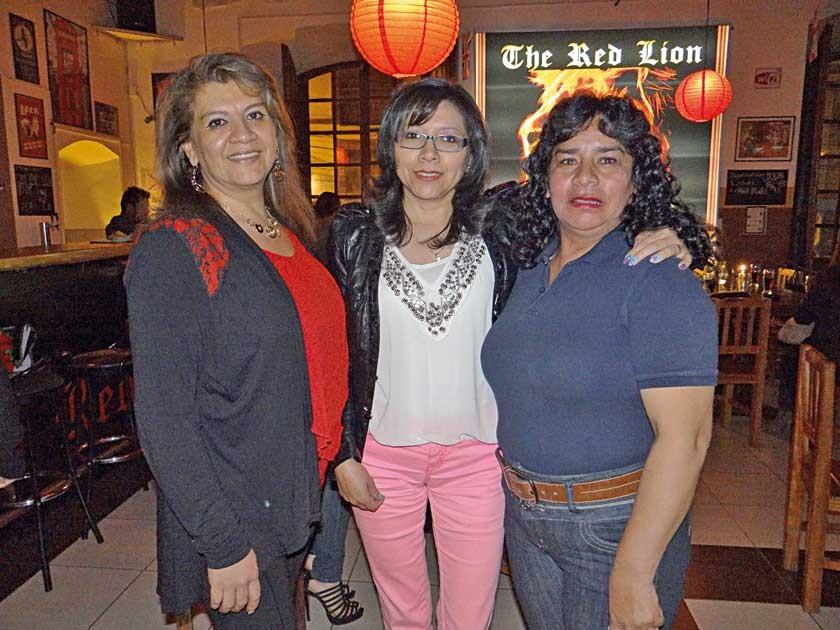 Paola Mostajo, Consuelo Daza y Rosario Echalar.
