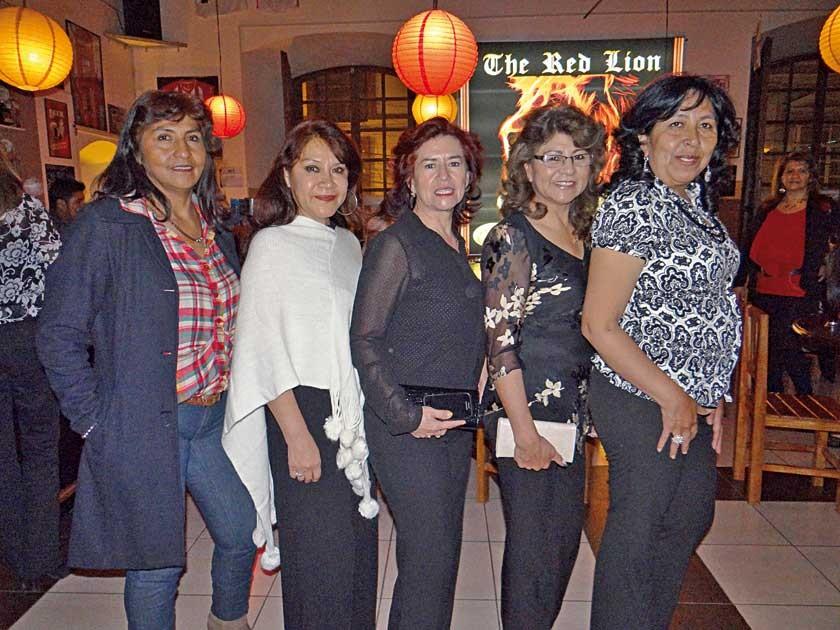 Julieta Mejía, Vilma Sanabria, Rosario Córdova, Lucy Alba y Berny Curcuy.