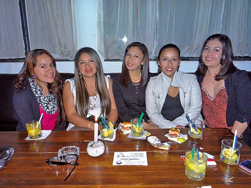 Grecia, Tatiana,  Mary, Claudia y Pamela.