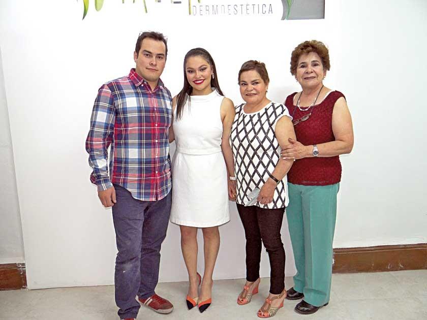 Eduardo Romero, Natalia Romero, Virginia Muñoz y Rosario Muñoz.
