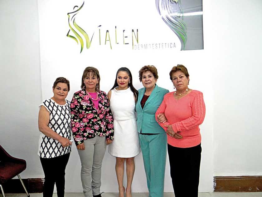 Virginia Muñoz, Silvia Muñoz, Natalia romero, Rosario Muñoz e Imperio Muñoz.