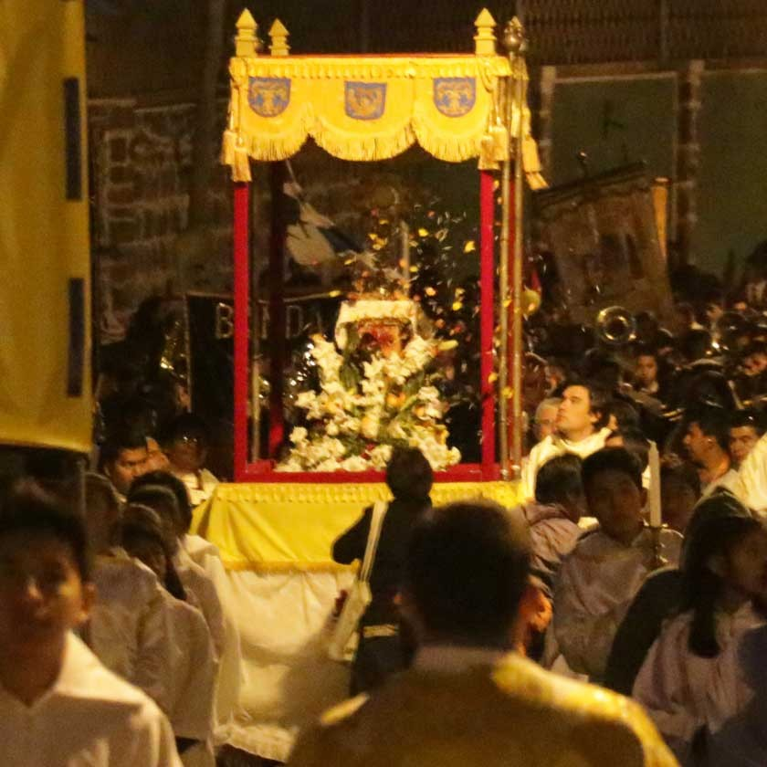 Feligreses honran el Corpus Christi