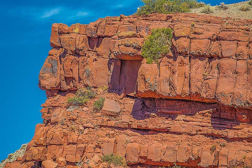 Las gigantes rocas parecen fichas superpuestas.