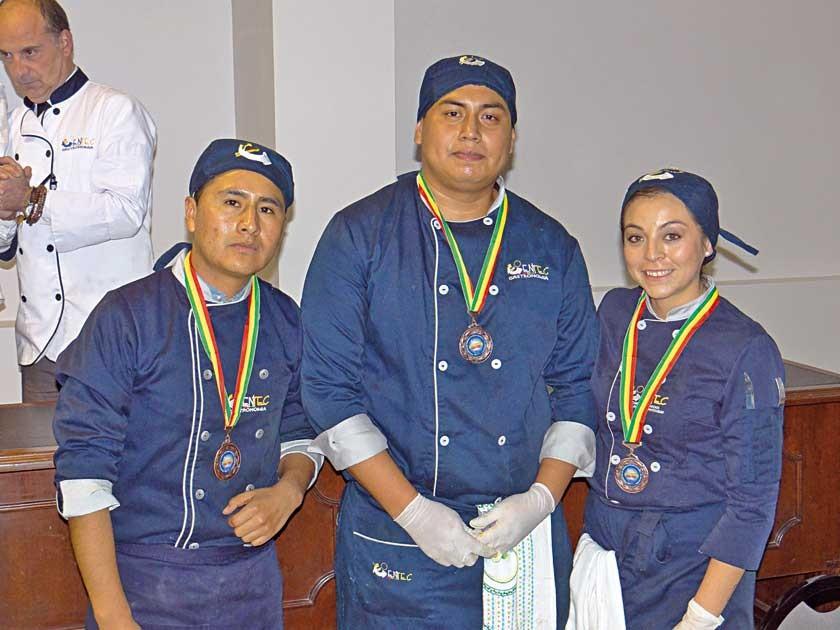 Medalla de Bronce: José Daza, Juan Caballero y Daniela Daza.