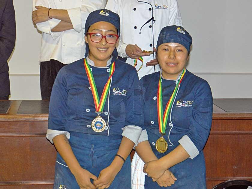 Medalla de Oro: Claudia Gutiérrez y Paola Garnica.