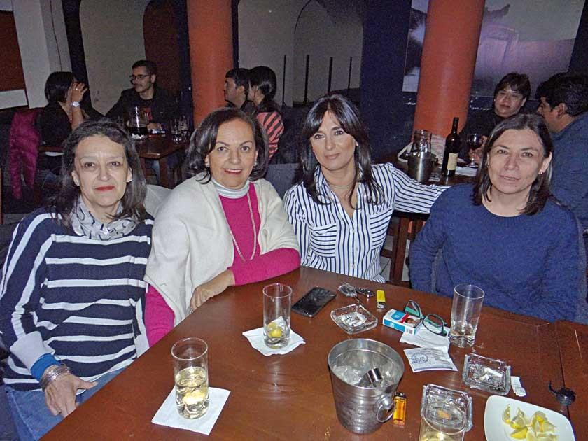 Carmen de Toro, Cecilia Mercado, Ximena de Rodríguez  y Daysi de Jiménez.