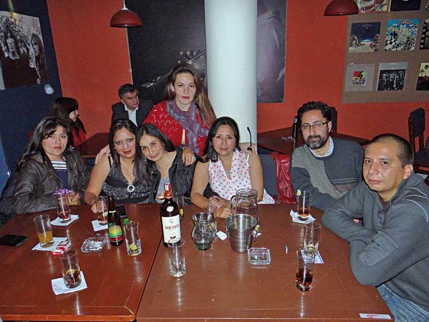 Tania Dávila, Vanesa Cervantes, Teresa Borda, Gaby Tamayo, Litzi Cordoba, Juan Loayza  y Marcelo Romero.